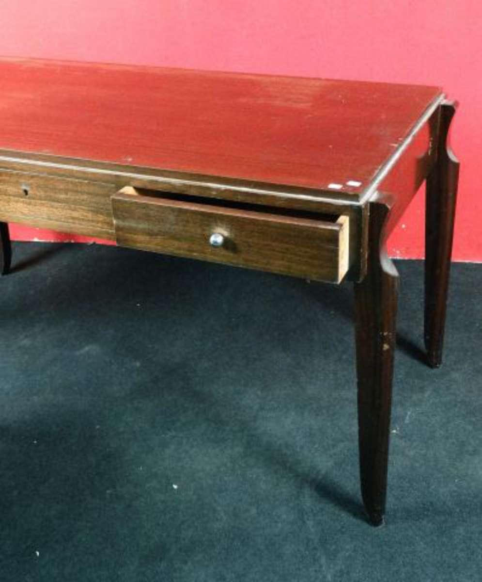 Bureau plat en bois exotique il ouvre par 3 tiroirs en for Bureau en bois exotique