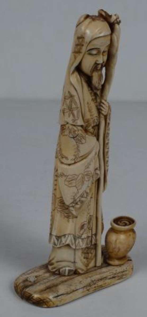 sage au b ton noueux sujet en ivoire japon h 28 5 cm fentes vente aux ench res art d asie. Black Bedroom Furniture Sets. Home Design Ideas