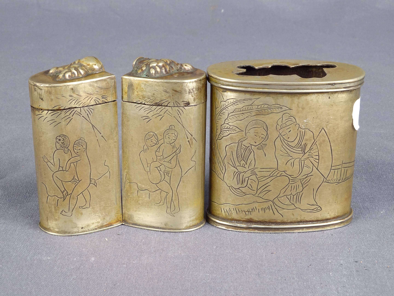 Très jolie et ancienne boîte à opium en paktong à décor de scènes érotiques...