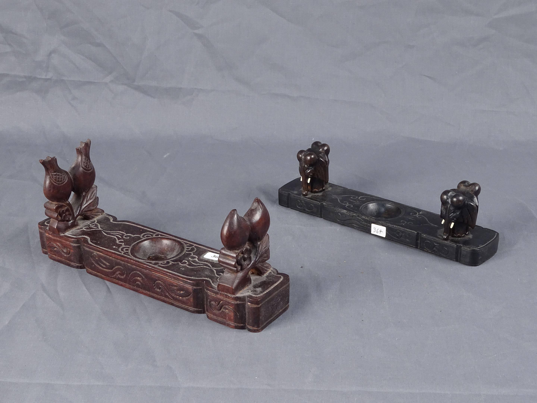 Rare et ancien porte-pipe en bois dur décoré de pêches de longévité et de...