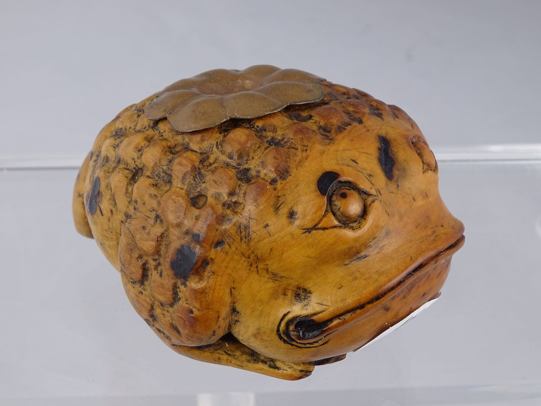 Ancien gros fourneau en céramique à sujet zoomorphe représentant un...