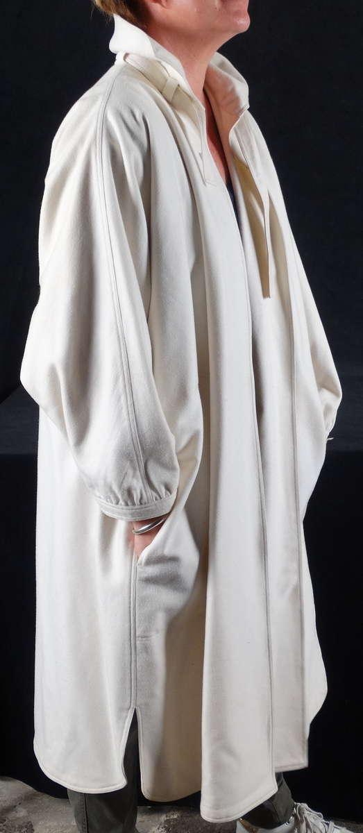 manteau blanc courr ges en lainage t40 42 vers 1950 vente aux ench res objets d art et de. Black Bedroom Furniture Sets. Home Design Ideas