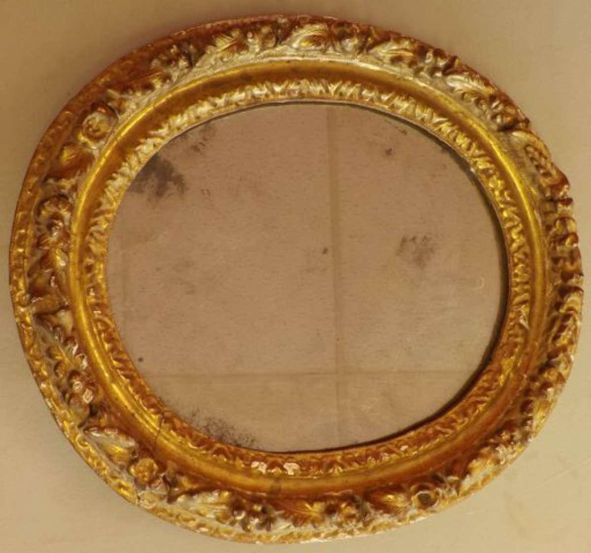Cadre de forme ovale en bois doré d\'époque Régence, un miroir ancien ...