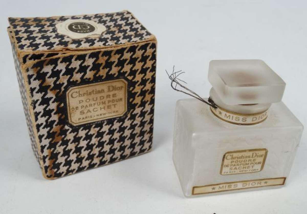 Ancien Flacon De Poudre De Parfum Christian Dior Miss Dior Dans
