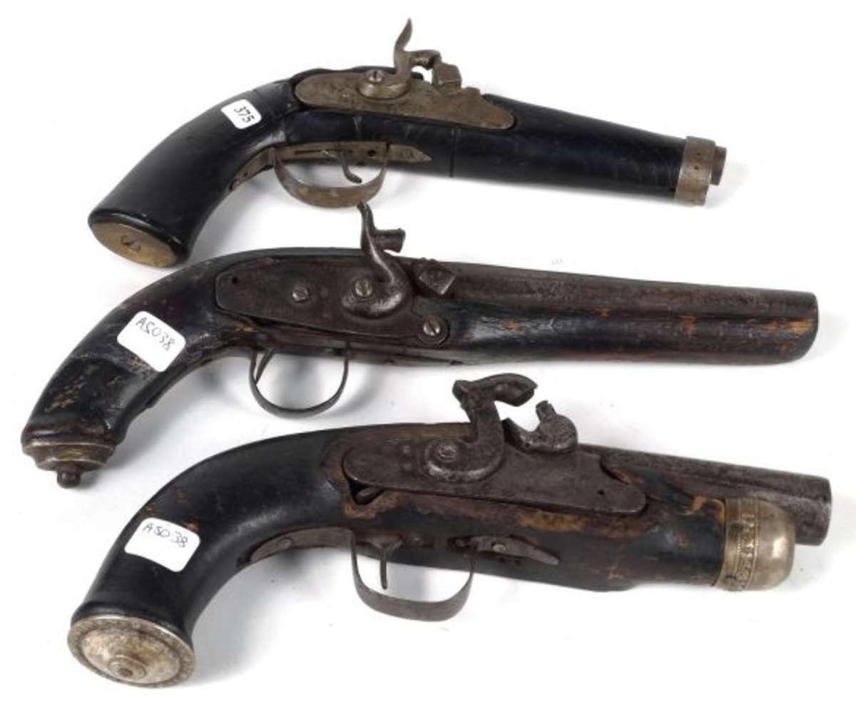 3 pistolets de brigands a chiens dans l 39 tat vente aux ench res militaria armes. Black Bedroom Furniture Sets. Home Design Ideas