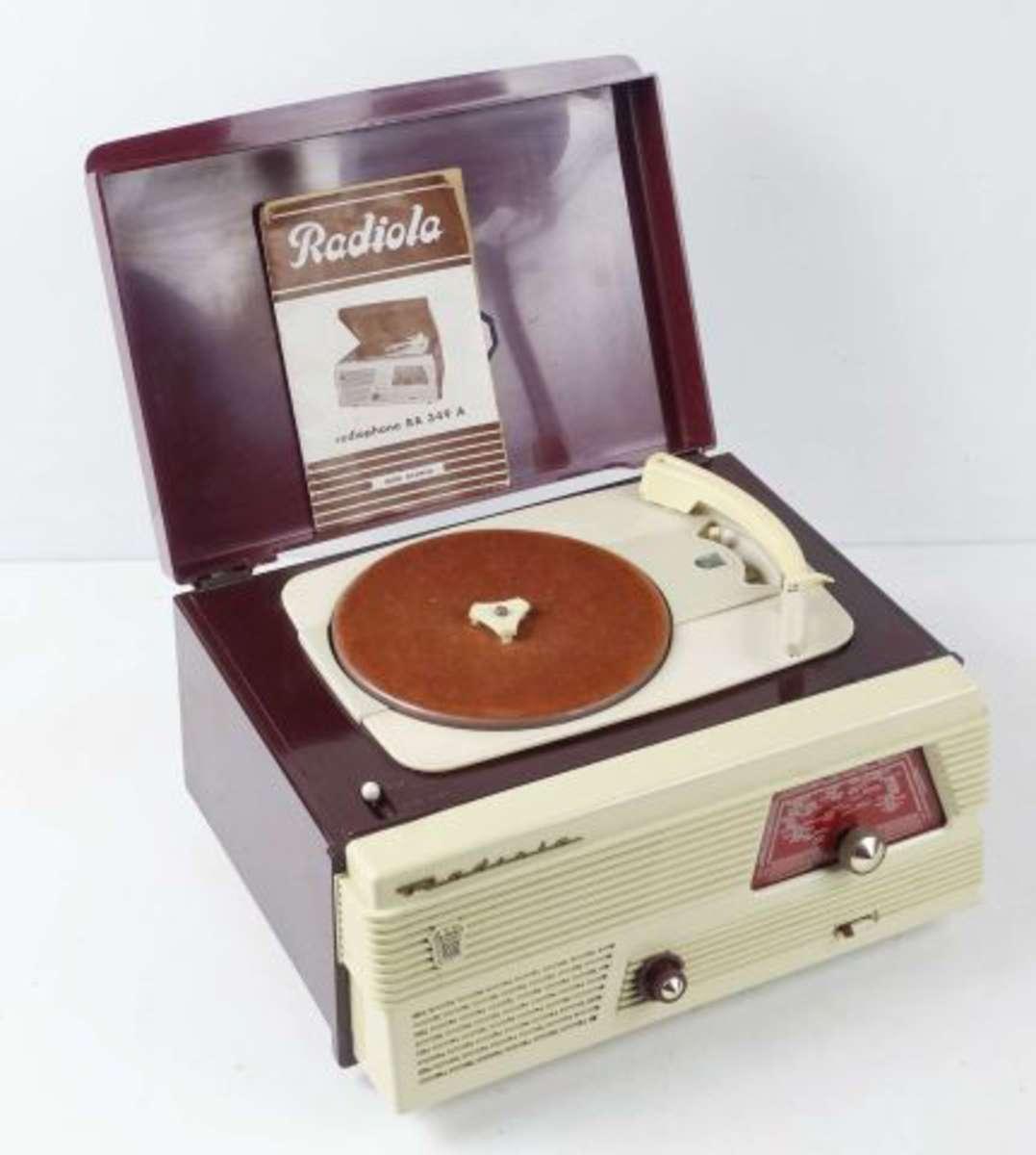 radiola poste radio tourne disque type ra349a en l 39 tat vente aux ench res. Black Bedroom Furniture Sets. Home Design Ideas