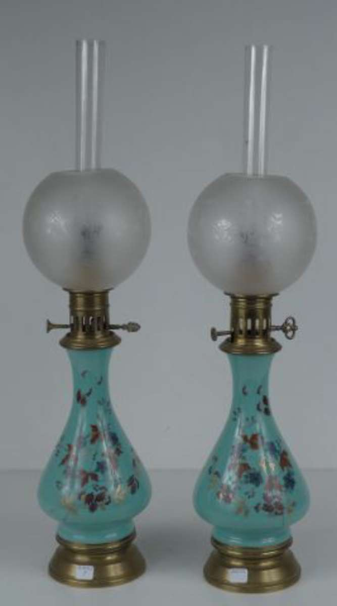 Paire De Lampe A Petrole Le Fut Bouteille Porcelaine Vert D Eau