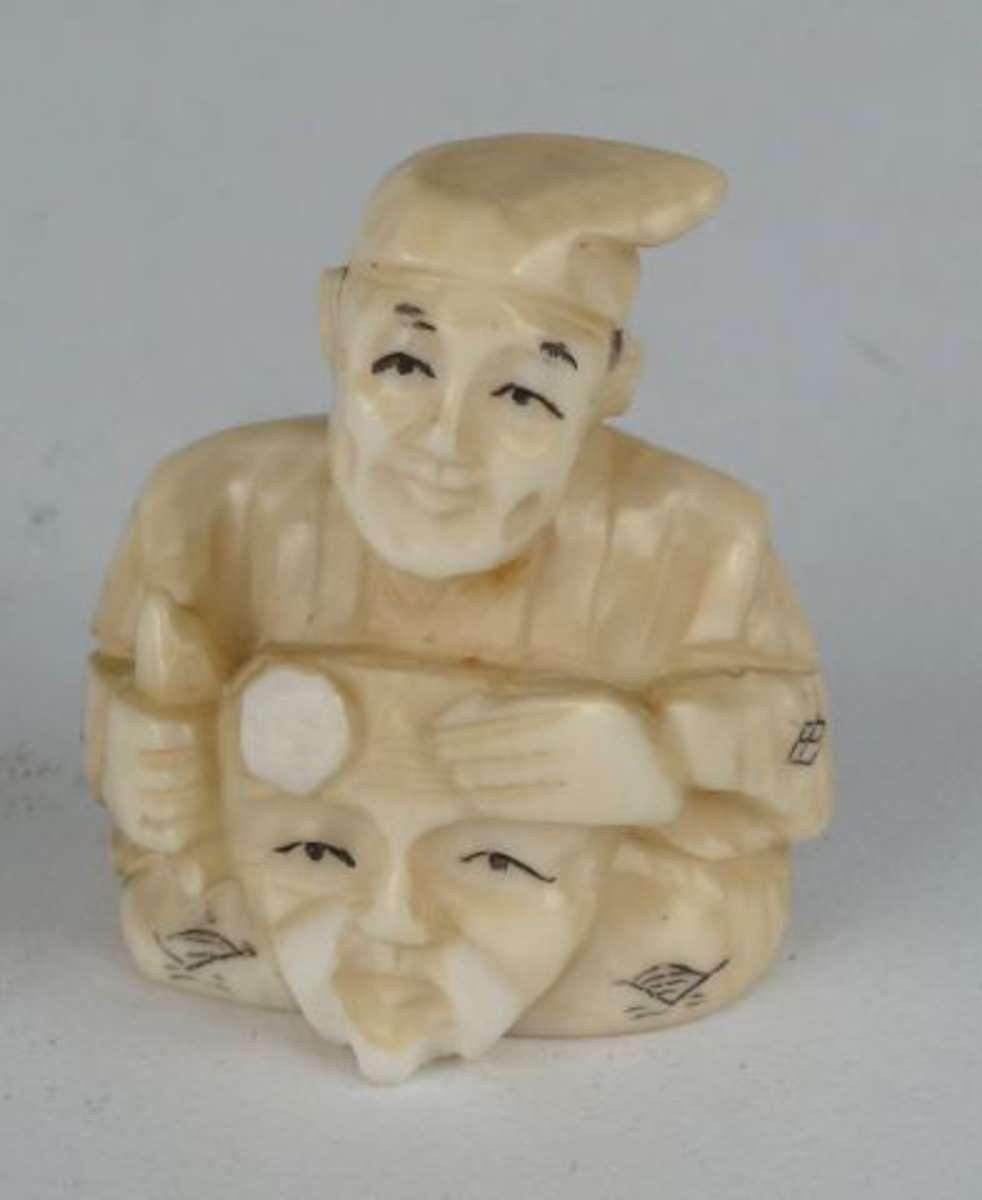homme au masque netsuke en ivoire japon h 4 cm vente aux ench res art d asie. Black Bedroom Furniture Sets. Home Design Ideas