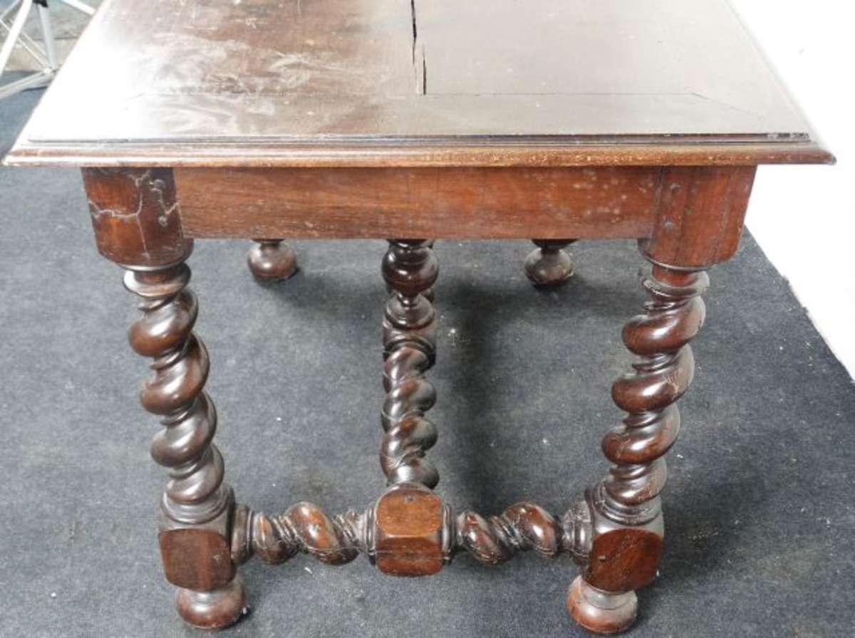 Table bureau en bois naturel patiné ouvrant par un tiroir en