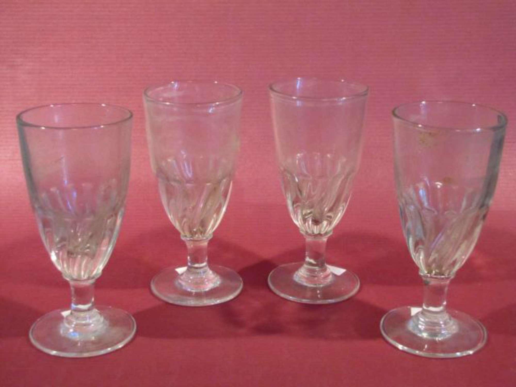 quatre verres boire verre translucide jambes droites h 14 cm france fin xixe vente. Black Bedroom Furniture Sets. Home Design Ideas
