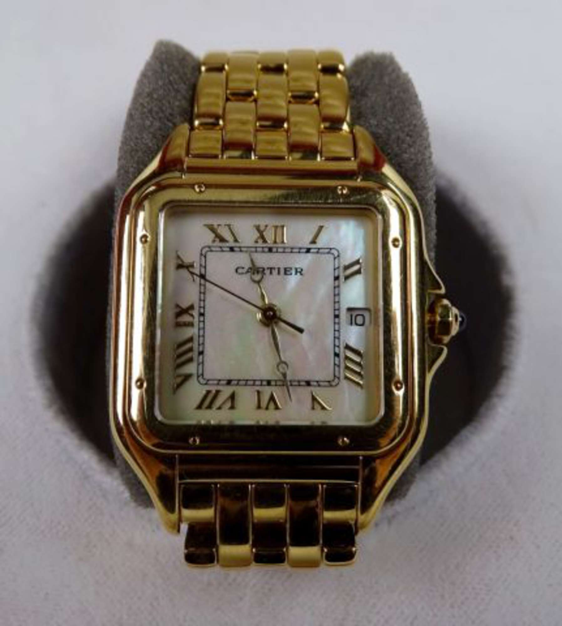 cartier must de montre bracelet de dame en or jaune 18k 750 00 boitier carr couronne de. Black Bedroom Furniture Sets. Home Design Ideas