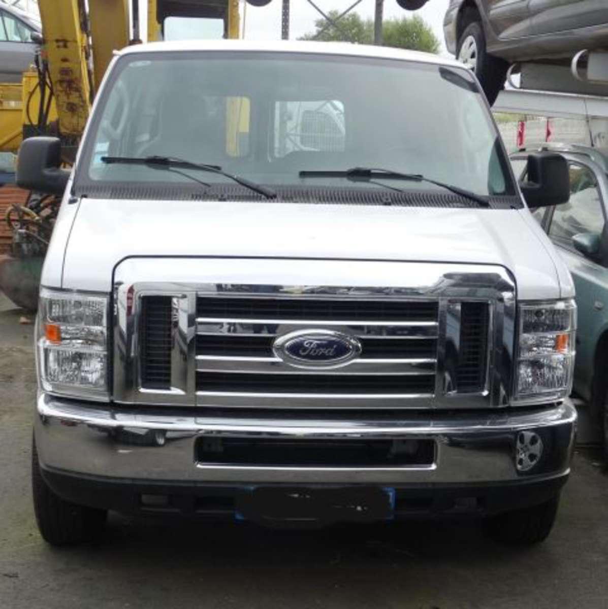 *Ctte Fourgon Ford Modèle : E 150 V 8 VITRE Année : 2009