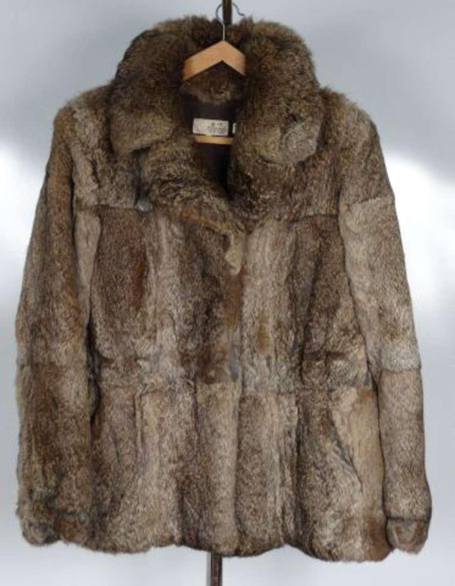 2 manteaux en fourrure et 1 veste en lapin vente aux ench res objets d art et de. Black Bedroom Furniture Sets. Home Design Ideas