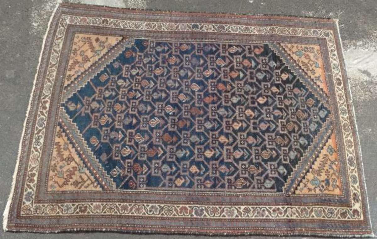 tapis laine et coton le champ marine meubl de rinceaux botehs coin ons roses 140 x 113 cm. Black Bedroom Furniture Sets. Home Design Ideas