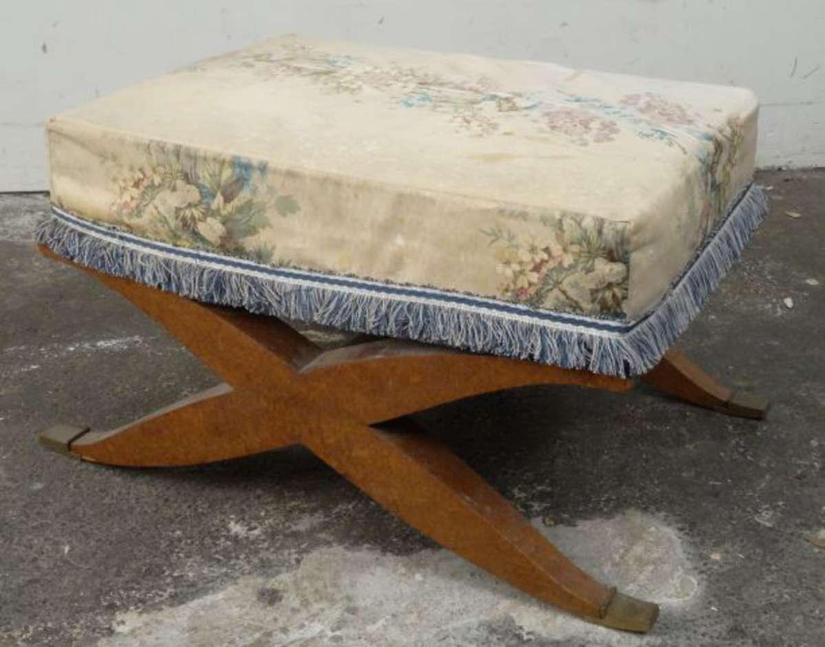 tabouret x en placage de ronce style restauration vente aux ench res mobilier ancien avant. Black Bedroom Furniture Sets. Home Design Ideas