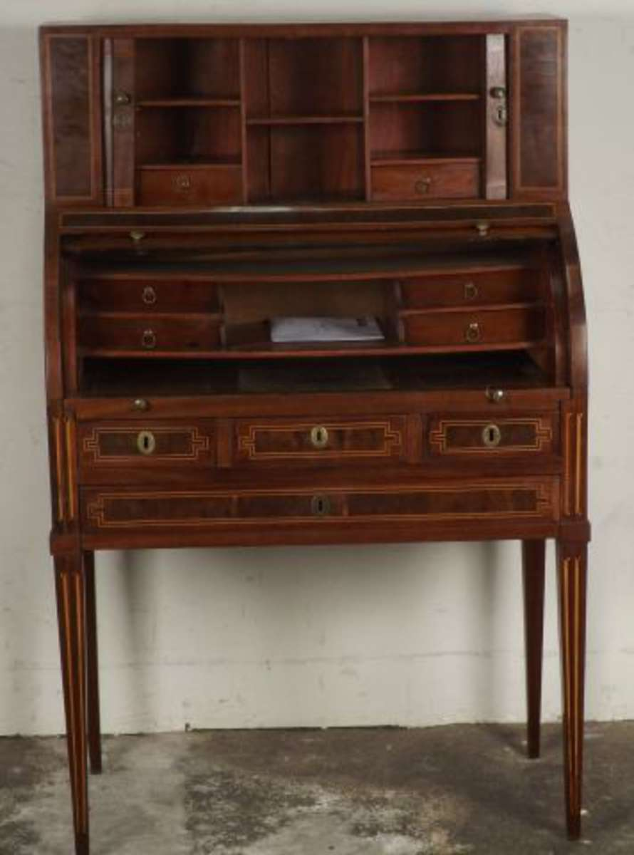 bureau cylindre en acajou mouchet filets de buis il pr sente un gradin deux rideaux. Black Bedroom Furniture Sets. Home Design Ideas