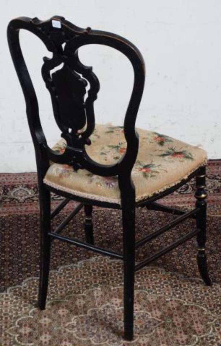 Chaise en bois laqu noir d cor or polychrome et - Chaise noir et bois ...