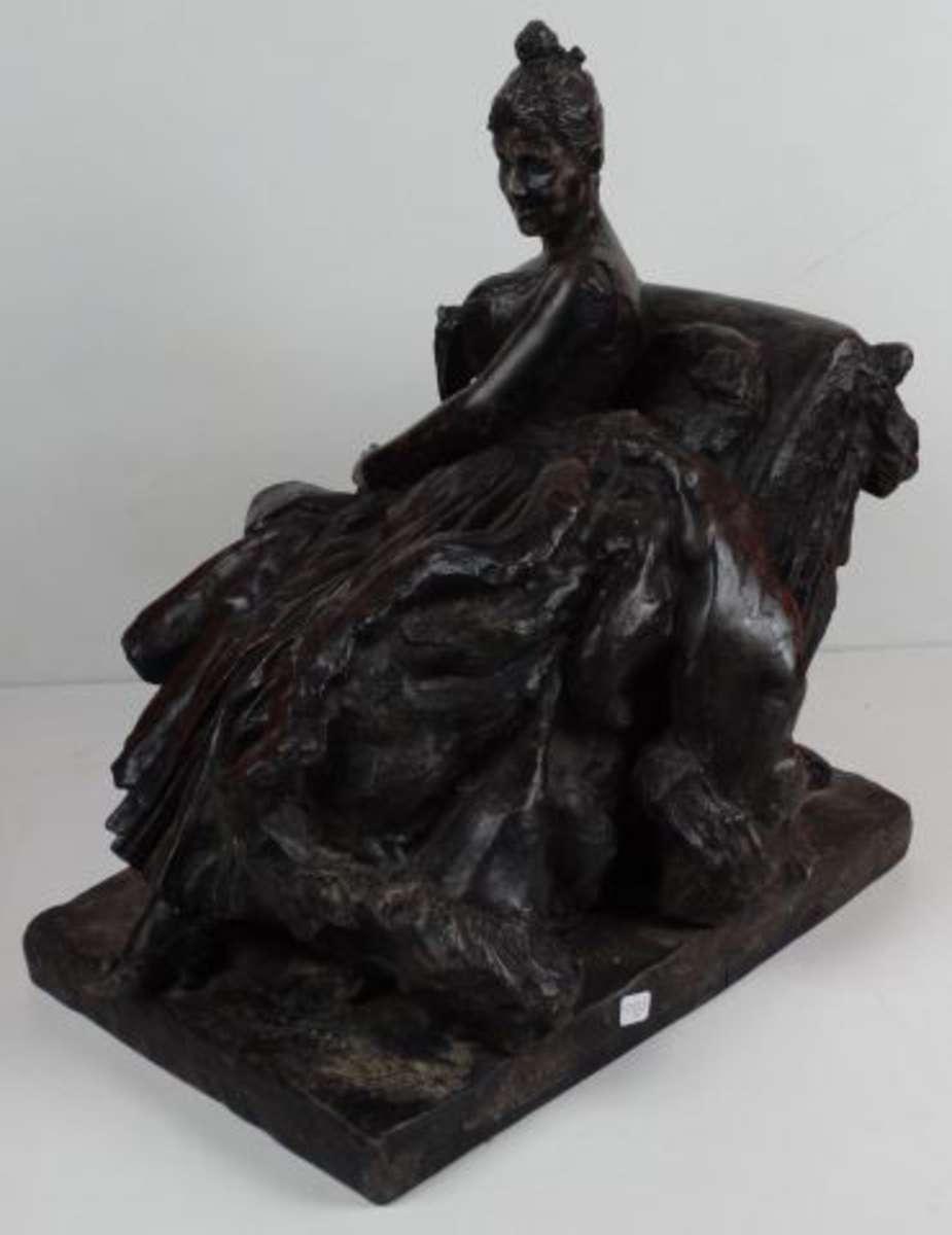 van der straeten 1856 1928 demi mondaine au fauteuil sujet en r gule patine noire petit. Black Bedroom Furniture Sets. Home Design Ideas
