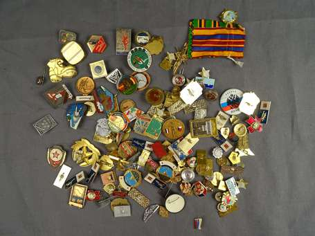 Russie - Lot d'insignes russes  (environ 90) ,