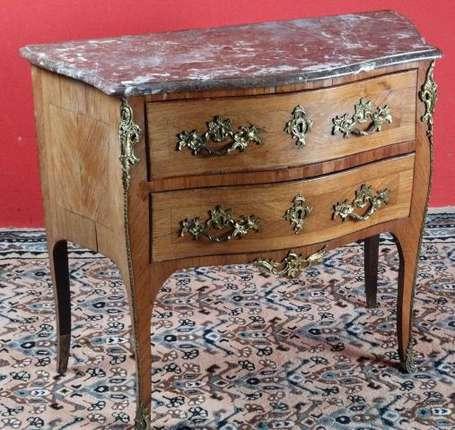 commode sauteuse en marqueterie de bois de rose elle ouvre deux tiroirs la ceinture cul de. Black Bedroom Furniture Sets. Home Design Ideas