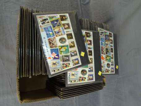 Lot de timbres en plaquettes LOT NON EXPEDIABLE