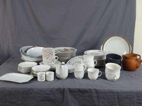 Lot vaisselle en porcelaine LOT NON EXPEDIABLE