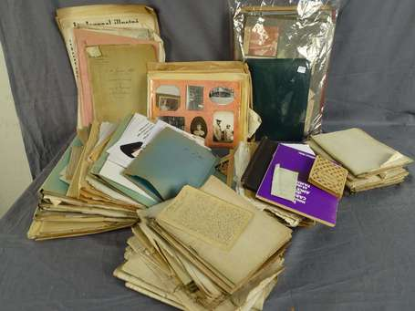 Imp. Lot de papiers et photos divers LOT NON