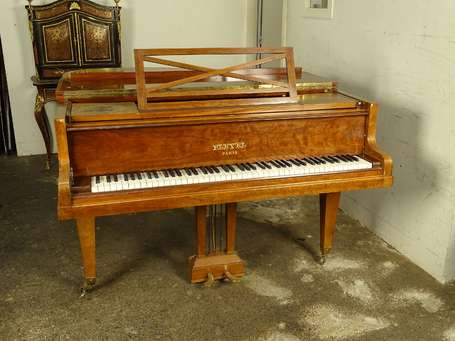 Piano quart de queue Pleyel en placage d'acajou,