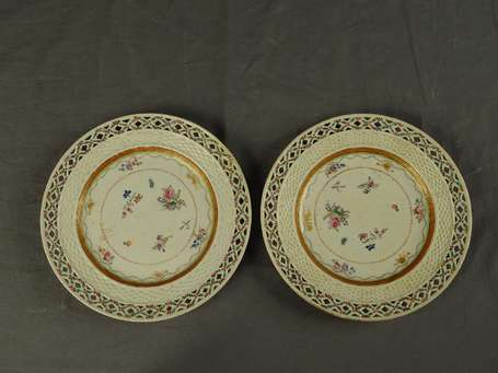 CHINE - Paire d'assiettes en porcelaine, décor