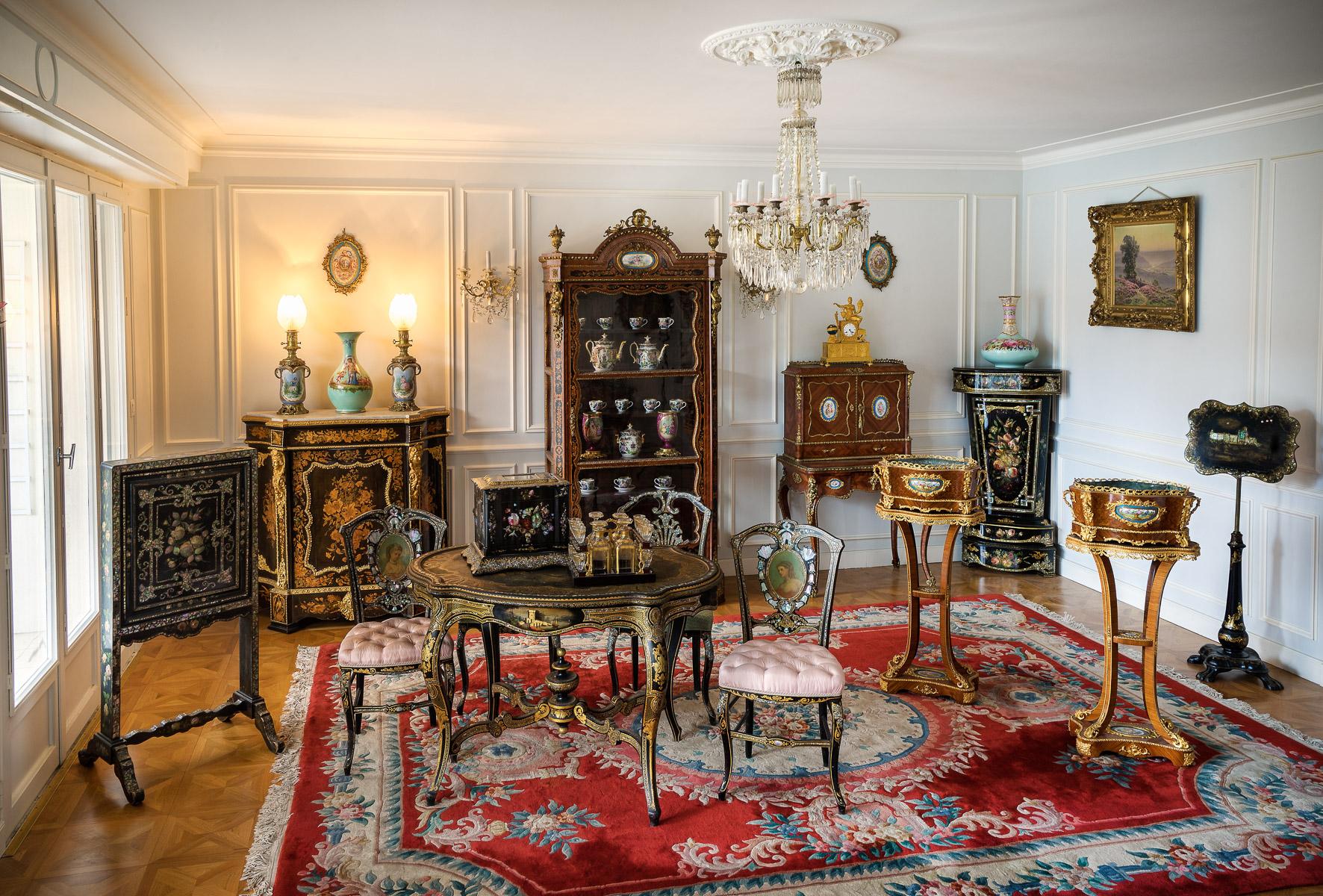 longwy pour pomone bon march plat rond creux en fa ence fine d cor floral stylis en maux. Black Bedroom Furniture Sets. Home Design Ideas